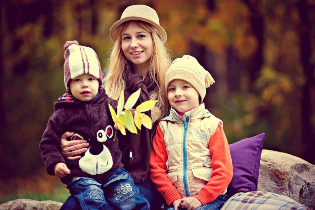 Ein Familienfoto von drei Personen